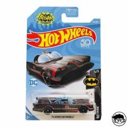 hot-wheels-tv-series-batmobile-batman-long-card