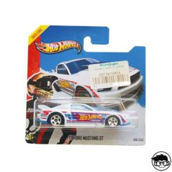 hot-wheels-ford-mustang-gt-white