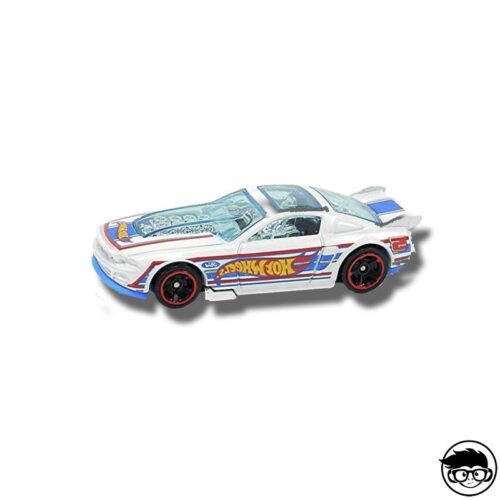 hot-wheels-ford-mustang-gt-white-loose