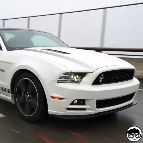 hot-wheels-ford-mustang-gt-white-real