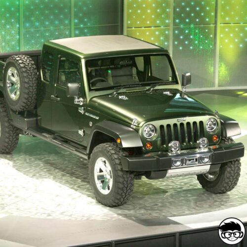 MATCHBOX-17-JEEP-GLADIATOR-REAL
