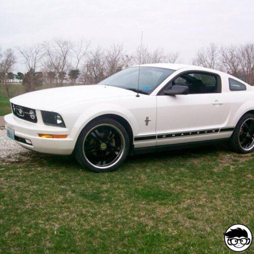 Hot Wheels '07 Ford Mustang real