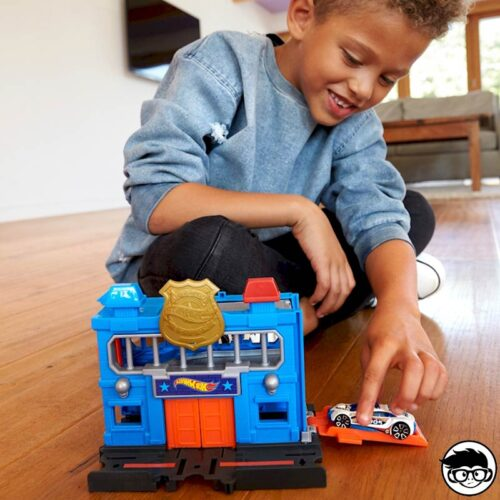 hot-wheels-downtown-police-station-breakout-child