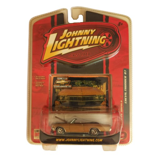Johnny Lightning '65 Chevy Impala Chevy Thunders series R7 2007 long card